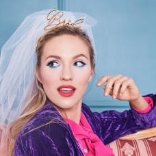Menyasszonyi lánybcsúcsús fátyol